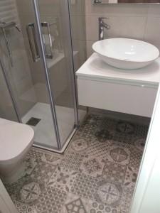Los suelos en mosaico aportan un toque especial a baños y cocinas.